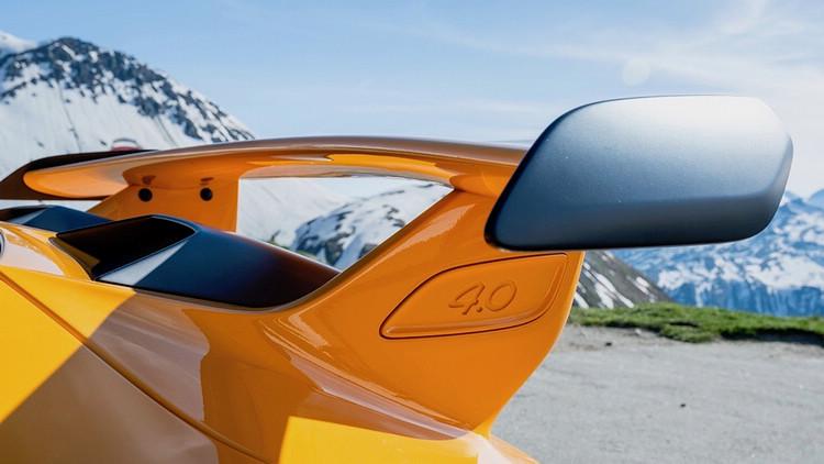 相較於991.1,小改款991.2的尾翼更高,且安裝位置後移。