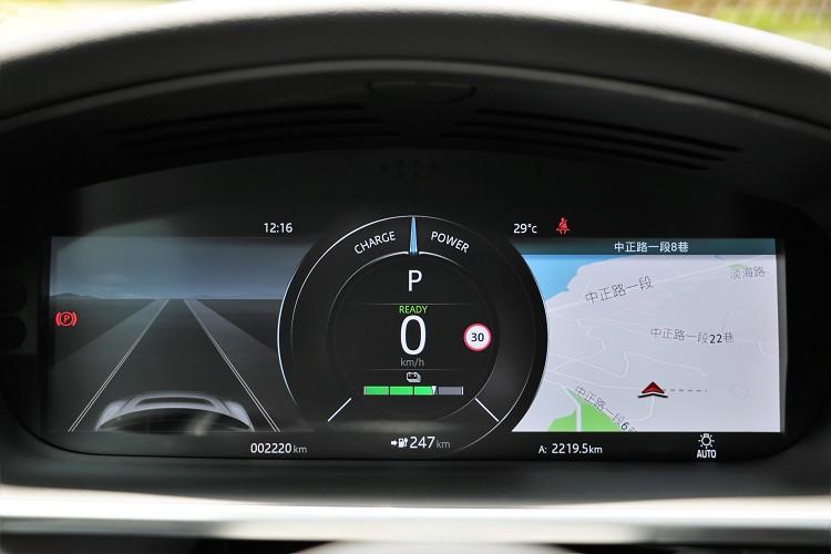 12.3吋高解析全數位儀表板支援各種模式顯示,想要地圖置中還是轉速表置中都可以。