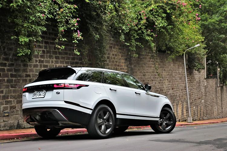 Range Rover Velar可以算是品牌中的後起之秀,產品的上市時程沒有很長卻能在市場上站穩腳步,開創出屬於自己的個人特色。