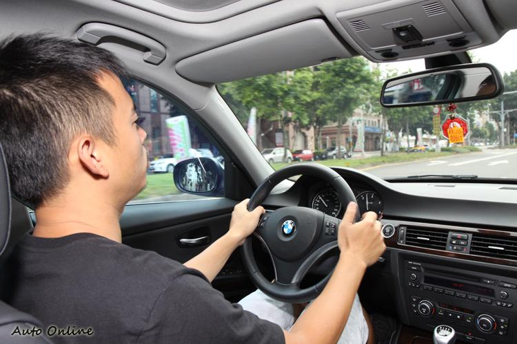 根據統計當車室超過70分貝以上的聲音會讓駕駛感到煩躁,因此一條安靜的輪胎是相當重要的。