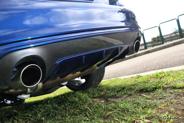 後保桿下方有Diffuser快速排出車底亂流,並施以與車身同色。