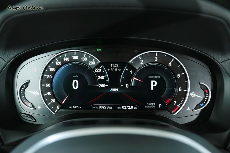 8.8吋多重行車模式儀表板,會隨著行車模式不同改變呈現風格。