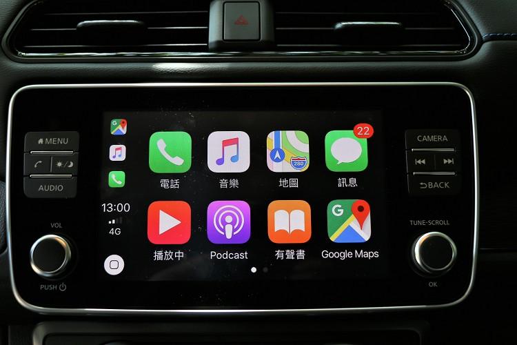 中控台配備8吋彩色懸浮觸控螢幕,支援Apple CarPlay與Android Auto。