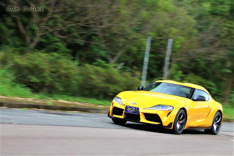 搭配BMW的Steptronic運動化八速手自排變速箱,靜止加速到百公里只需要4.3秒。