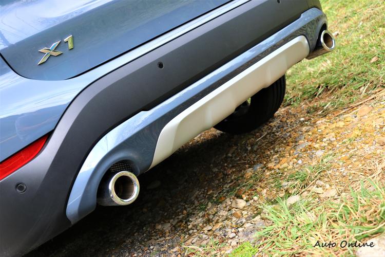 排氣尾飾管自原本70mm加大至90mm,與車身同色的下護飾板相互輝映下,散發格外鮮明的運動化跑格。