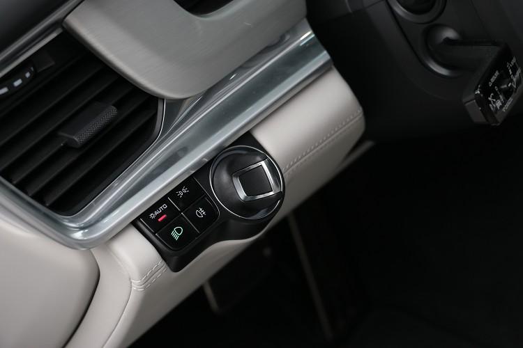 啟動鈕在駕駛者左邊是品牌另一項經典元素。