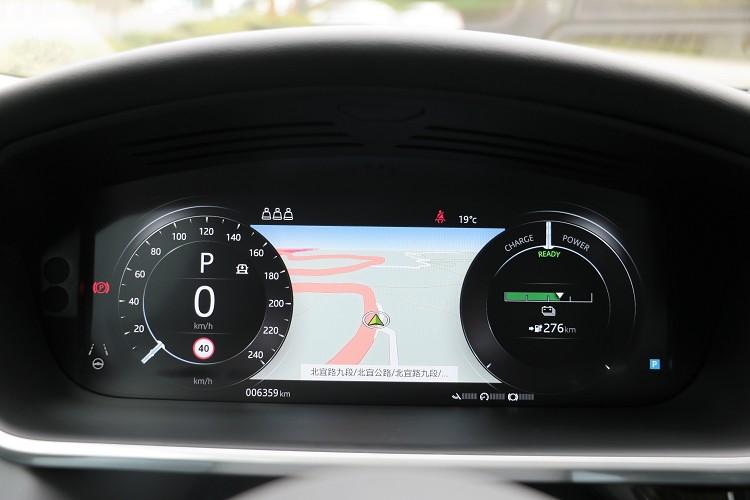儀表板有多種模式可依照駕駛者需求改變。