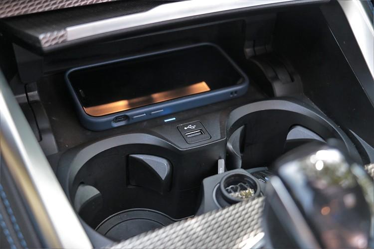 無線充電很容易讓手機過熱,如果能導入冷氣降溫就完美了。
