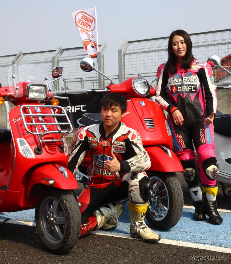 今年包括有E奶女車神之稱的Vita李睿紜與年僅17歲的車手宋致伸也在贊助商的贊助下參加課程。