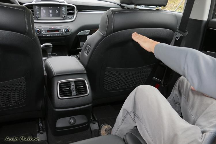 透過前排調整機制,可讓第二排乘客獲得極大腿部空間。