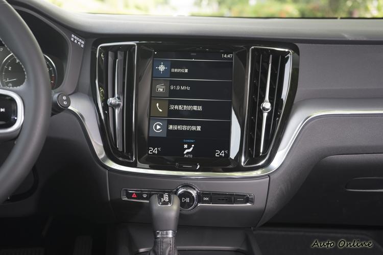 9吋影音資訊觸控螢幕。
