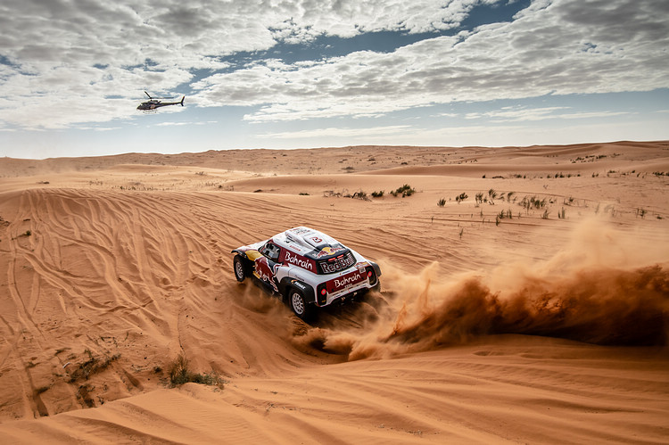 達卡拉力大賽首度移師沙烏地阿拉伯,重現壯觀的沙丘場景。