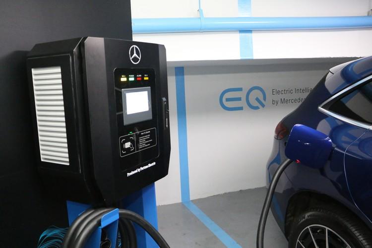 車主購車時可以選擇璧充,或是一年免費充電站的服務。