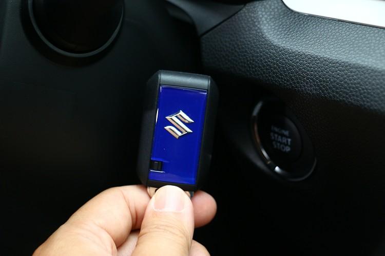 鑰匙的顏色也相當鮮豔,Keyless系統已成為現代車標準配備。