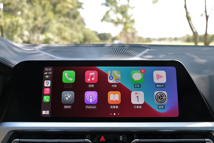 10.25吋的多彩螢幕,連接上Apple CarPlay功能性超級強大。
