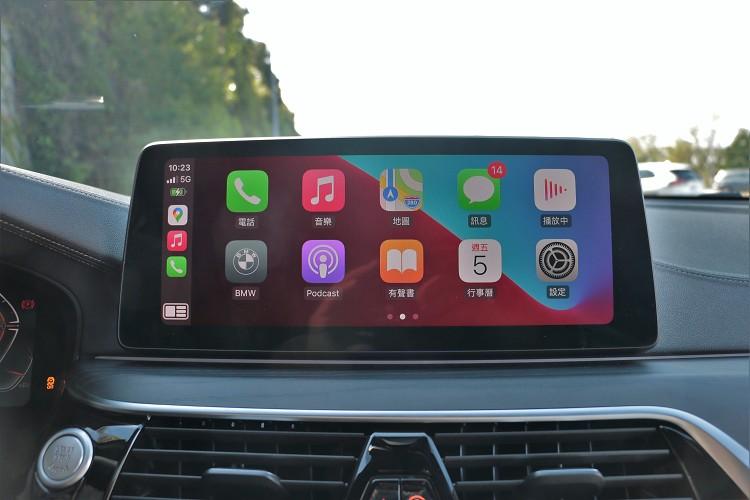 12.3吋中控觸控螢幕支援無線Apple Carplay/Android Auto功能。