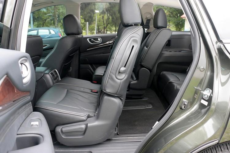第二排座椅有安裝嬰兒安全座椅時,也能透過座椅前移,讓第三排乘客上下車。