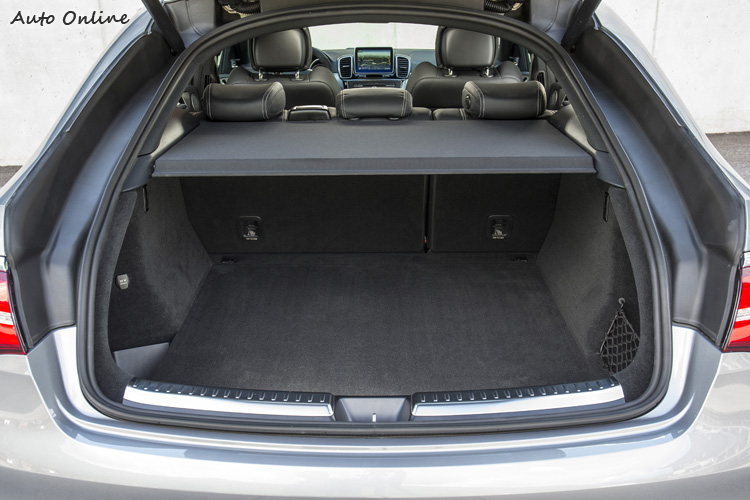 嚴格說來,除非經常需要運送很大很高的物件,GLE Coupe這種行李空間並不小。