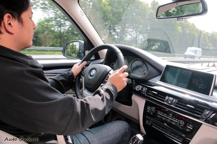 2.0升的排氣量加上電動馬達科技,輸出有著3.0升渦輪增壓水準。