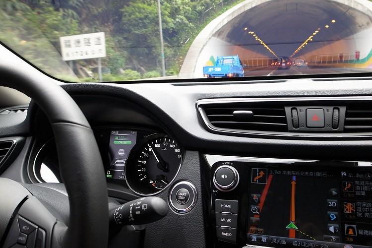 ICC智慧型定速控制的作動範圍在32~144km/h,車輛只要一起步就能設定到32km/h,駕駛可自行設定與前車的距離。