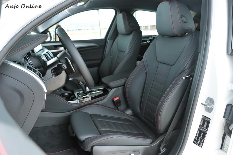 跑車化座椅採用Vernasca真皮材質打造,舒適度及包覆有一等一的水準。