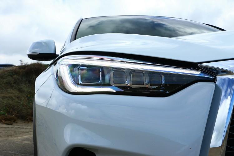 冰塊般透徹的星立方LED主動轉向頭燈帶來科技與前衛。