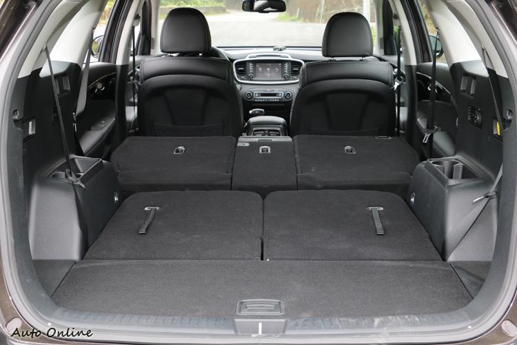 後排座椅翻折後,行李空間可達1662公升。