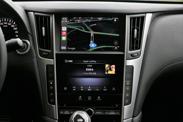 全車系標配Apple CarPlay & Android Auto整合系統,上方螢幕顯示地圖,下方螢幕則可使用音響系統,雙螢幕就是有它的好處。
