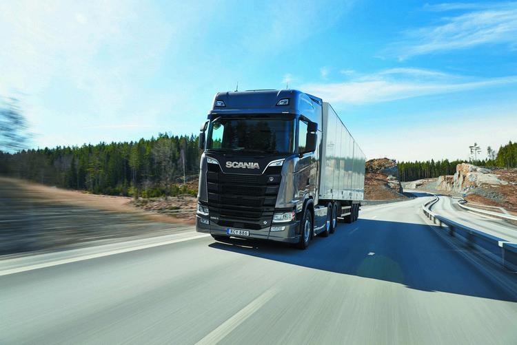 保時捷工程開發為瑞典卡車製造商Scania的S系列和R系列卡車設計了全新車艙,並於2016年正式登場。