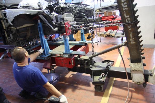 上了手術台的大樑會有治具精密測量,當然,所換裝的新品也是測試是否合規的工具之一。