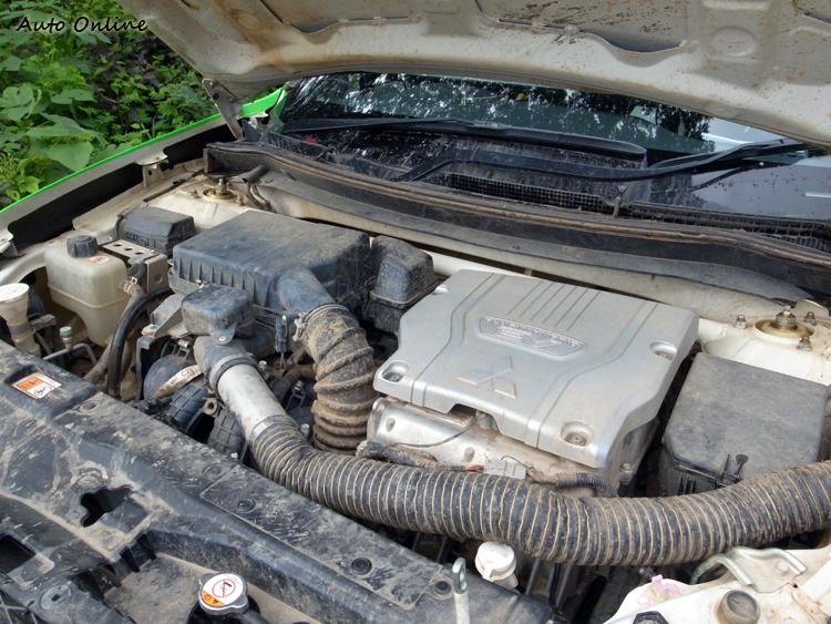 動力維持原廠,以引擎輔佐電動馬達輸出。