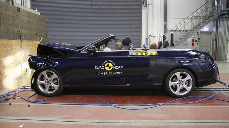 C系列敞篷款也在本次受測車型中出現,最終毫無意外取得五顆星的評價。