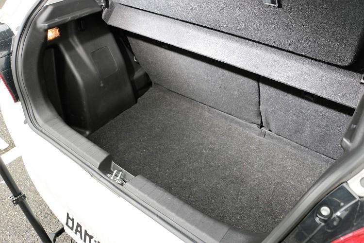 有同級距車款中最佳的355L超大後廂空間,若將後座往前攤平,更能創造出高達756L的超寬敞收納空間。
