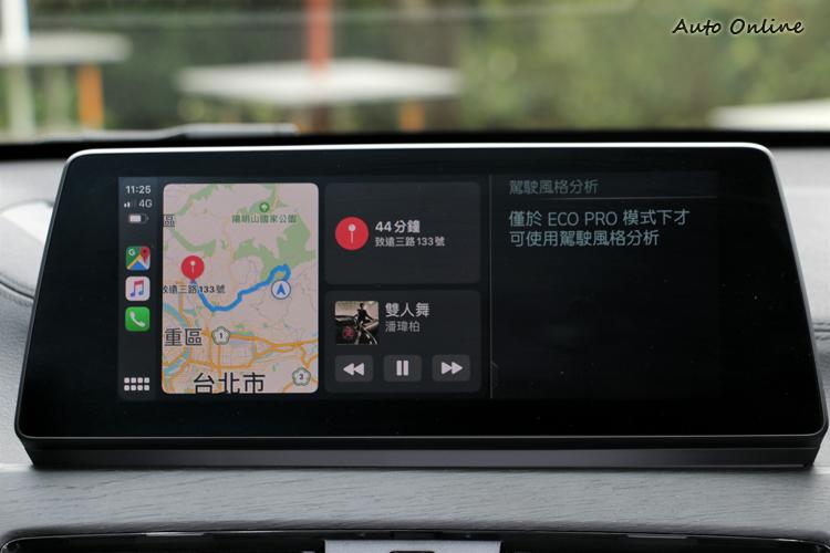 系統為iDrive6.0,並且支援無線Apple Carplay,大大提升車內娛樂性與功能性。