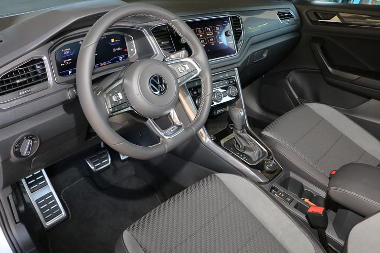 T-Roc座艙布局以數位儀錶及觸控螢幕組成主要的控制介面,不過依然保留部份實體按鍵以提供直覺操作。
