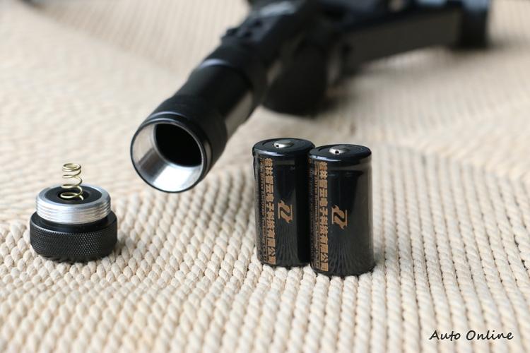 Z1-RIDER II、Z1-SMOOTH R、Z1-SMOOTH C標配兩顆18350充電電池。