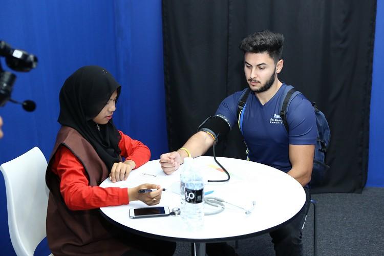雪邦國際賽車場規定,下場前必須通過基本的血壓測量方可放行。