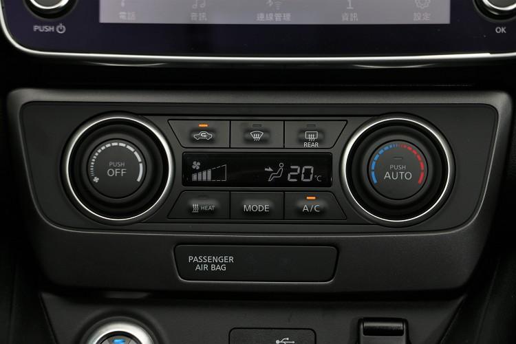 冷氣介面維持傳統,沒有因為科技而被簡化。