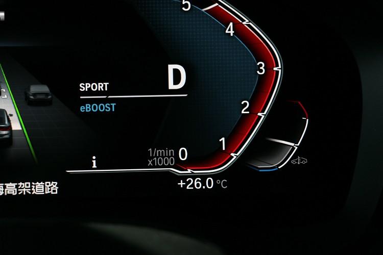 油門急加速時啟動eBoost功能,提供額外11匹馬力輔助。