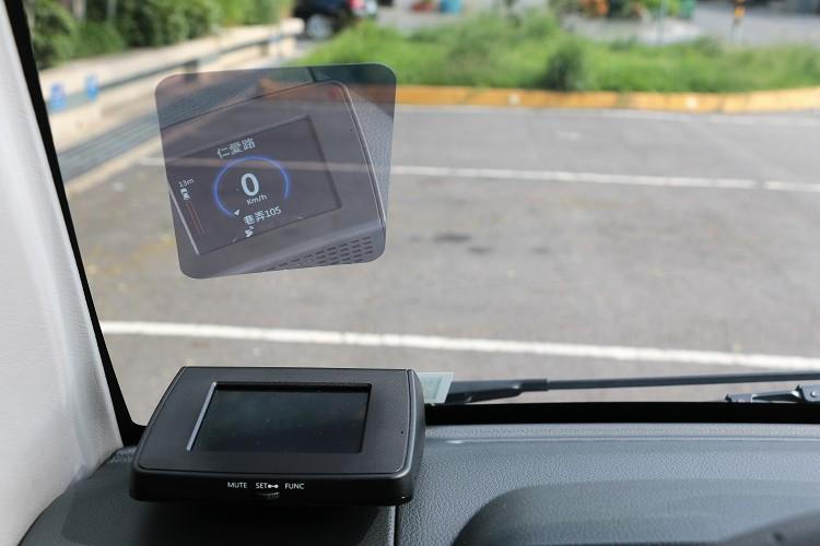 導航型抬頭顯示器帶來便利性,同樣列為選配套件。