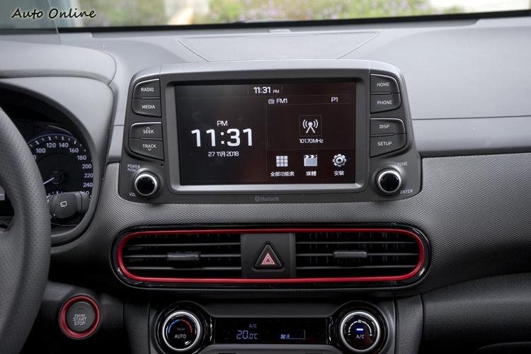 八吋觸控螢幕多媒體主機,介面的圖形設計少些美感/色彩。