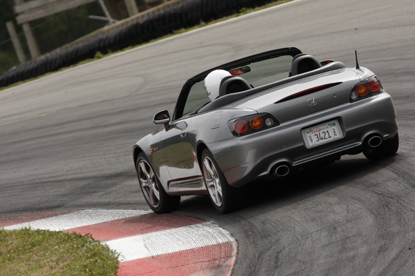 在2004/2005年間進行小改款、車型代號AP2的S2000後期型。