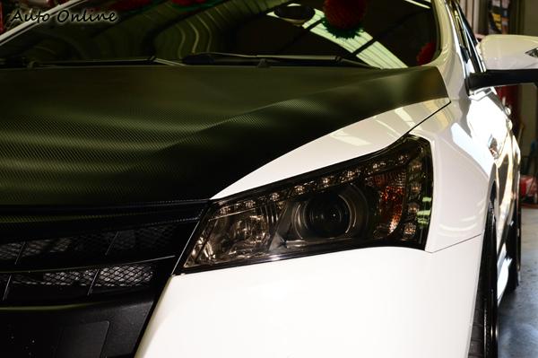 除了車身可以貼膜之外,也有專為燈具設計的顏色貼膜,貼膜之後多少會影響照明,消費者在施工前必須先考慮清楚。