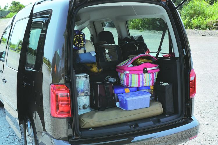 多變的座椅調整機能,輕鬆擴充行李載運能力,乘客再也不需要和露營裝備一起擠。