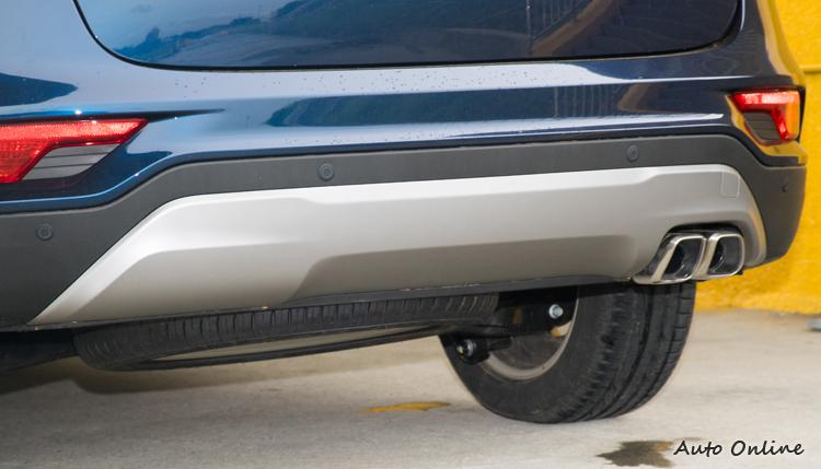 車底護飾板面積更大,強化視覺感。