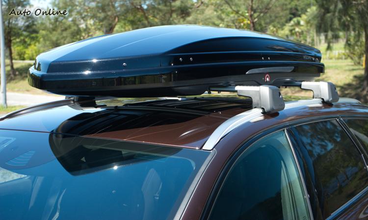 為旅行增添更多便利的車頂橫置架與車頂置物盒。