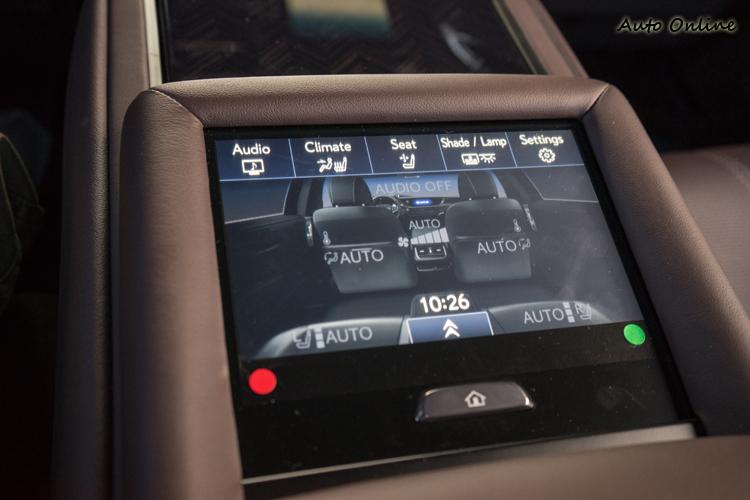後座中控螢幕可直接操作多項功能。