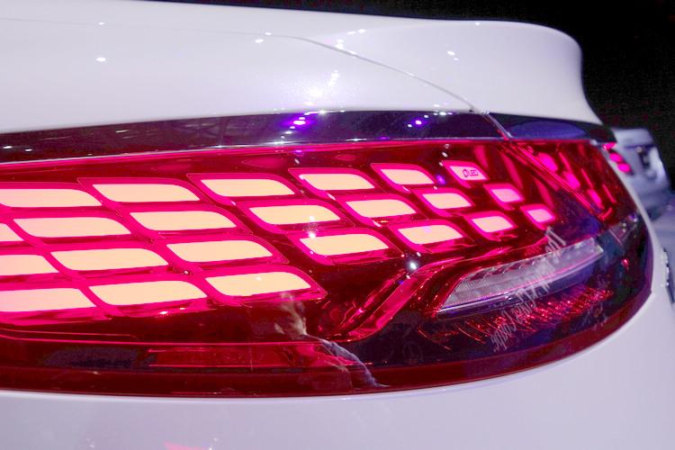 於由單邊33個OLED所組成的全新設計尾燈,讓光源呈現更為均勻且極具辨識度。