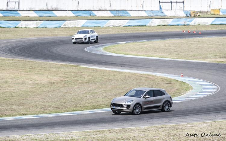 高底盤和高重心的特徵似乎沒有影響Cayenne在賽道上的速度。