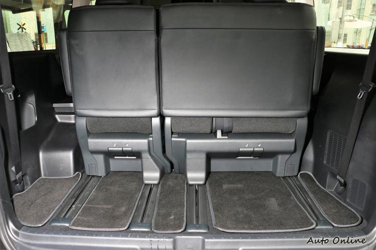 座椅可依照使用者的方式自行調整,但行李置物空間會受到座椅調整有所影響。